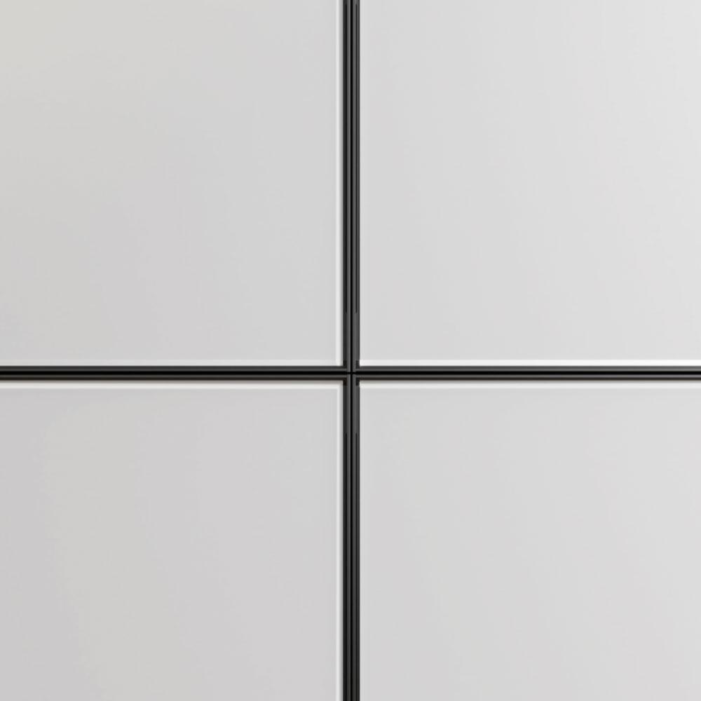 Fronten der Unterschränke aus geätztem Glas mit Rahmen aus Aluminium Nero